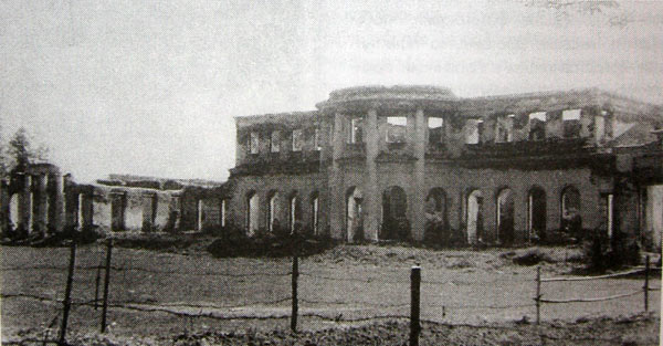 Вид главного дома в усадьбе Самуйлово. Фото 1970 г.