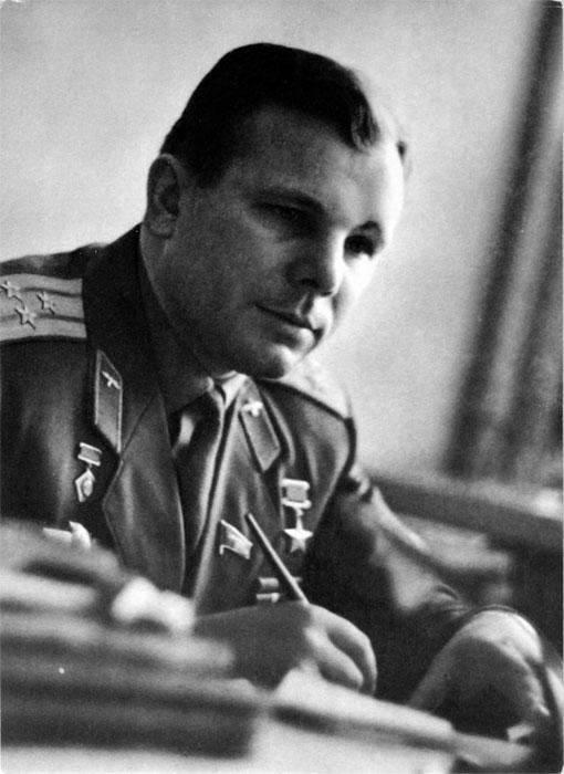 Депутат Верховного Совета СССР Ю.А. Гагарин за работой. Фото А. Лукашенко