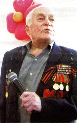 О том, как и где воевали уроженцы Гжатского района, на встрече с ветеранами 354-й дивизии рассказал житель Ашкова Ф.В. Ануфренков.