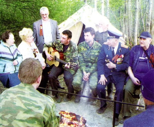 В полевом лагере поискового отряда «Рейд» в урочище Лукьянцево фронтовиков принимали как самых дорогих гостей.
