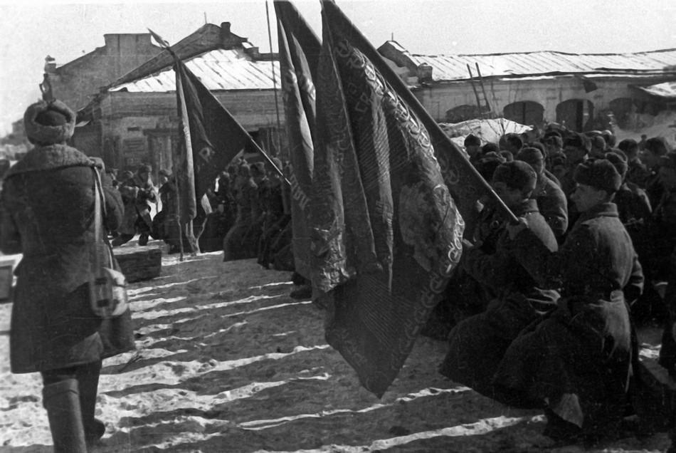 Похороны бойцов, погибших в боях за освобождение Гжатска.