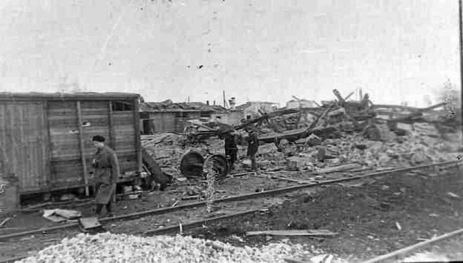 Разрушения на станции Гжатск.